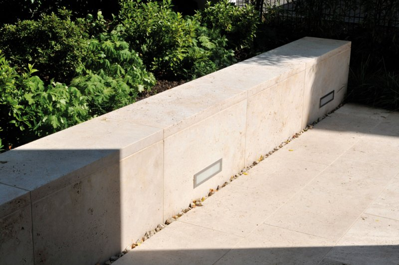 TRACO Bodenplatten und Mauerabdeckung Travertin