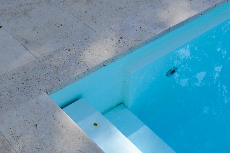 TRACO Bodenplatten und Pooleinfassung Travertin