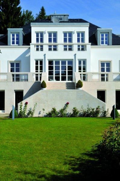 Villa Königsstein mit Natursteinelementen