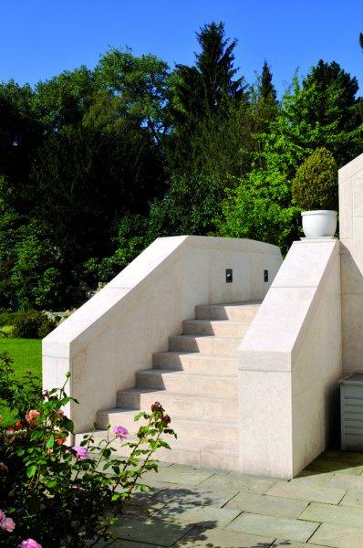 Natursteinvilla Königstein aus TRACO Naturstein