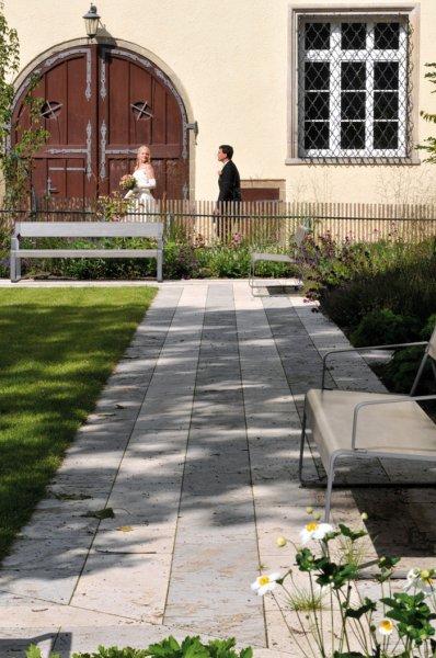 TRACO Bodenplatten aus Travertin Bauhaus, geschliffen und Muschelkalk, geschliffen