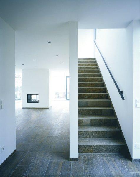 TRACO Bodenbelag und Treppenplatten Muschelkalk
