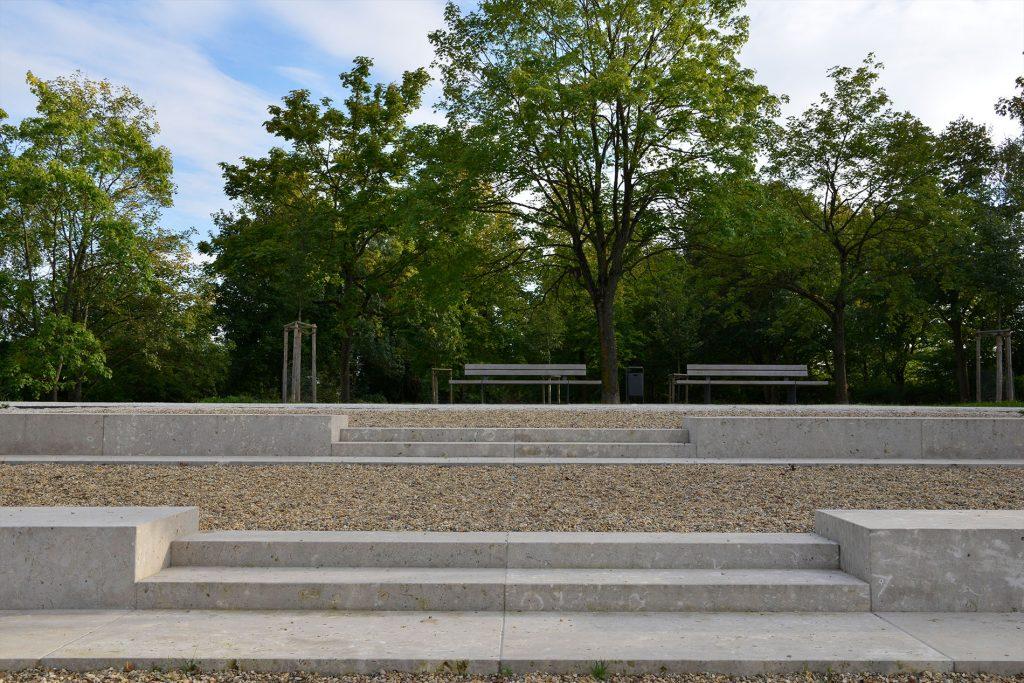 Regensburg - Schillerwiese mit Blockstufen aus Limes Dolomit® von TRACO