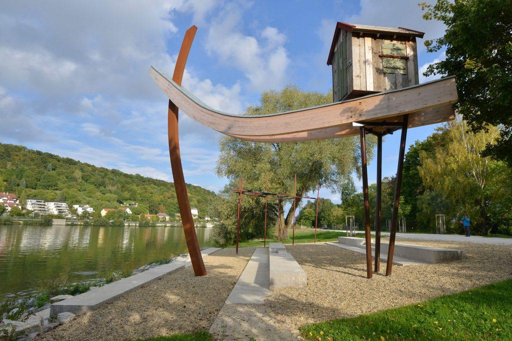 Schillerwiese in Regensburg, mit Blockstufen aus Limes Dolomit® von TRACO
