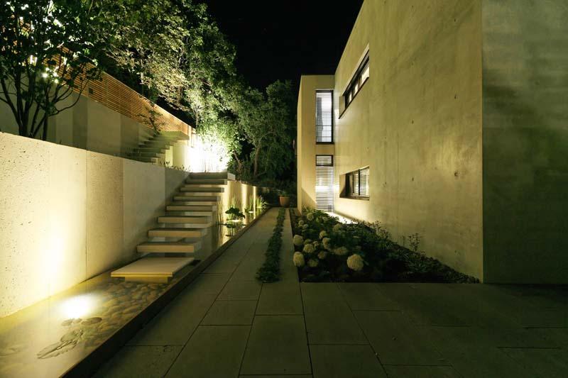 Beton trifft auf Naturstein - Privatvilla