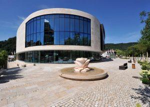DVAG Marburg Brunneneinfassungen Brunnen Thüringer Travertin gesägt (6)