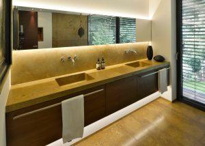 Waschtisch und Bodenplatten aus Travertin Naturstein TRACO