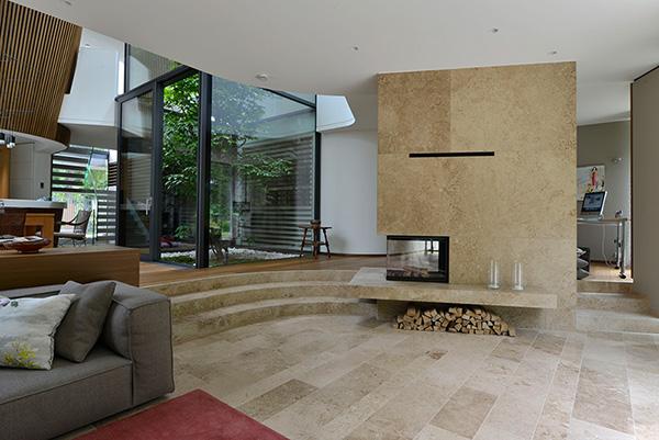 Naturstein Bodenplatten, Treppenbeläge und Kaminverkleidung aus Travertin von TRACO klein