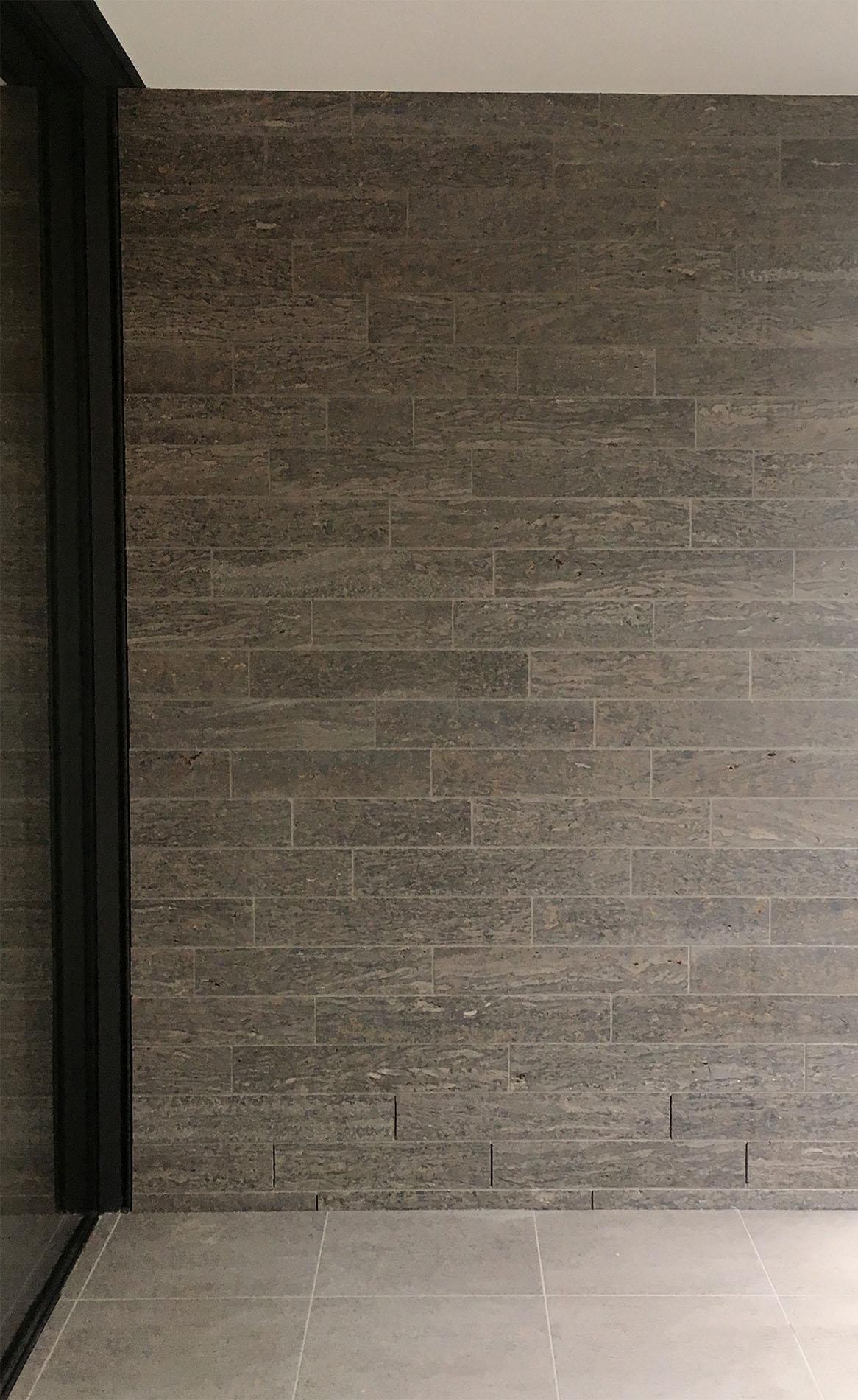 TRACO Cube Riegel® Verblendmauerwerk aus Muschelkalk