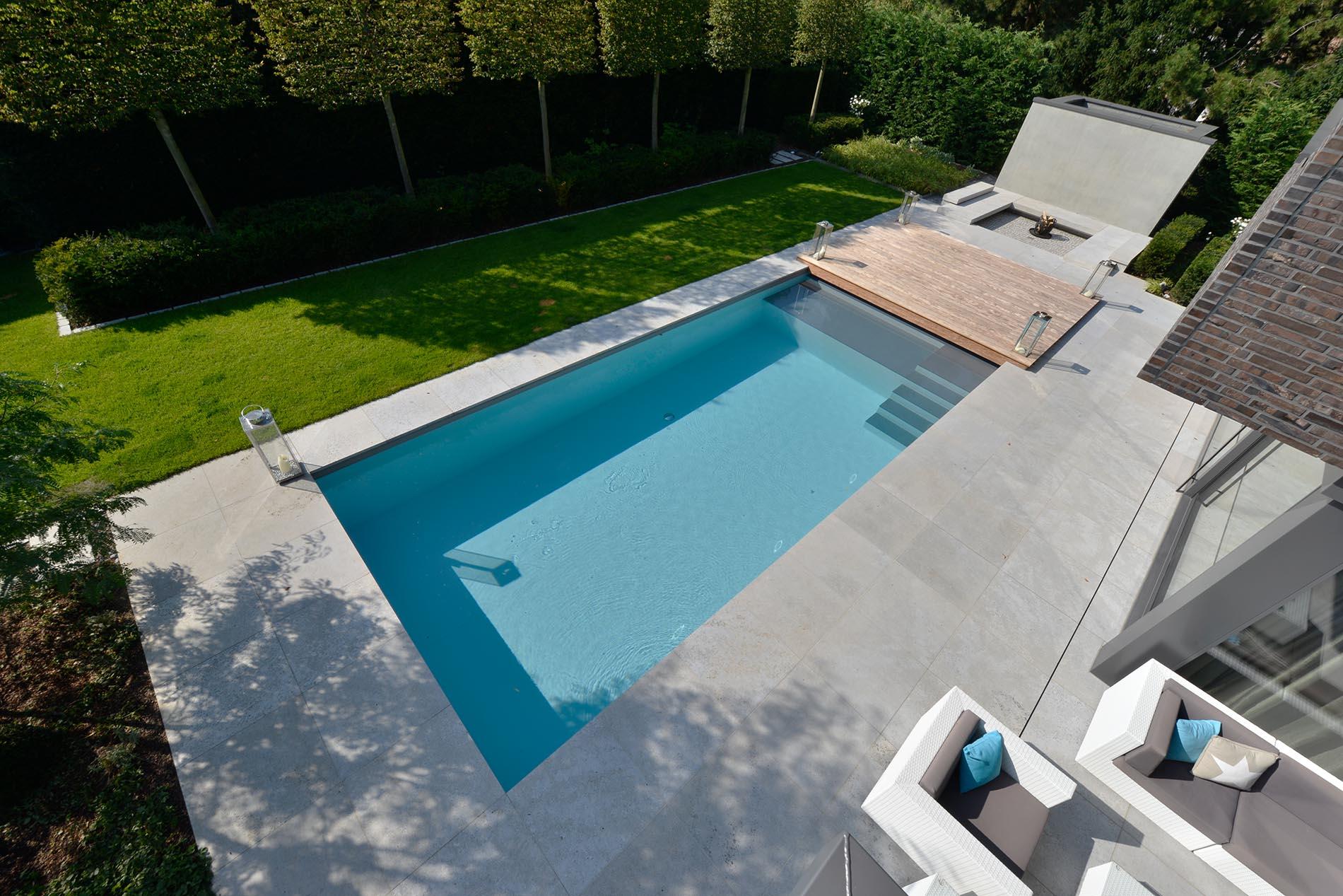 Terrassenplatten und Poolumrandung aus Muschelkalk von TRACO