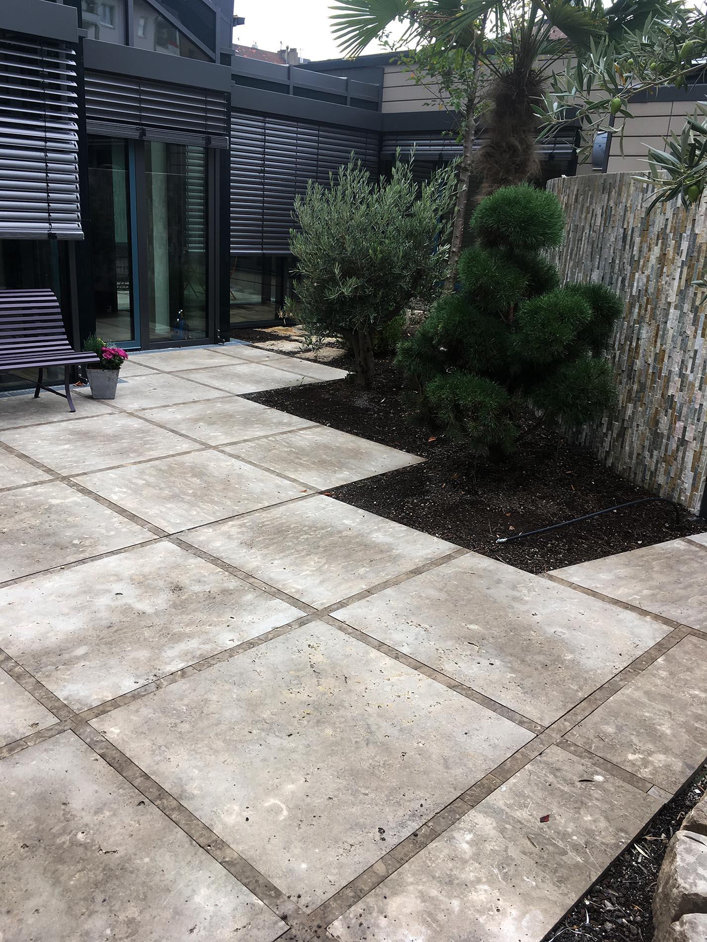Bodenplatten aus Limes Dolomit®