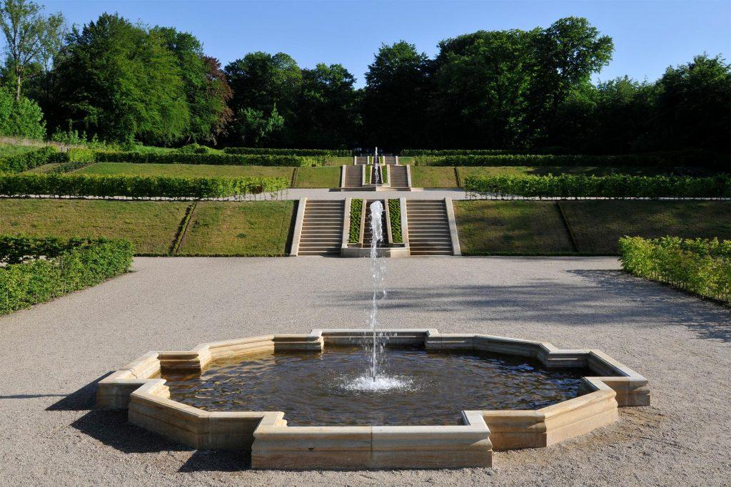Schloss Gottorf Schleswig mit einer Brunnenanlage aus Seeberger Sandstein von TRACO
