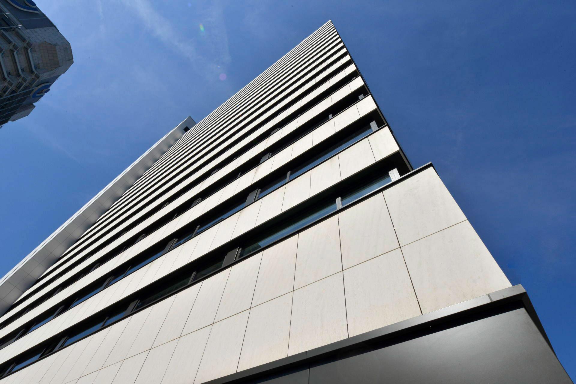City Wing Wyndham Grand Frankfurt Main Fassade Donaukalkstein