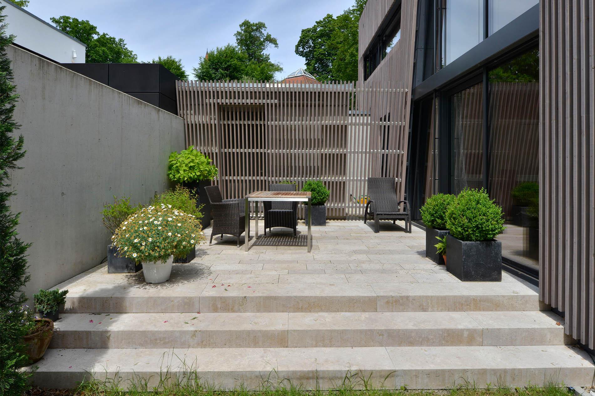 Blockstufen und Terrassenplatten aus Travertin Sonderbuch von TRACO
