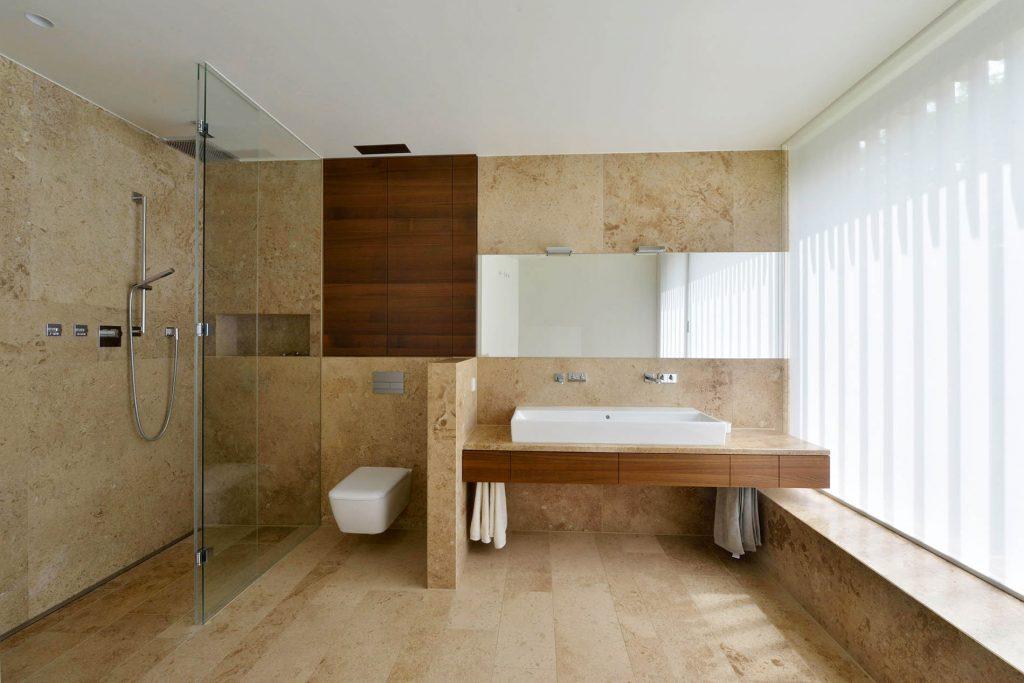 Naturstein Bodenplatten, sowie Wand- und Duschverkleidung aus Travertin Sonderbuch von TRACO