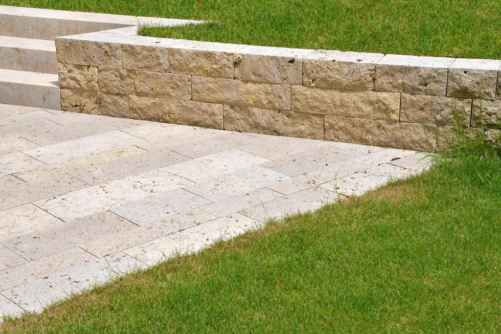 Terrassenplatten, Blockstufen und Mauersteine aus Travertin Sonderbuch von TRACO