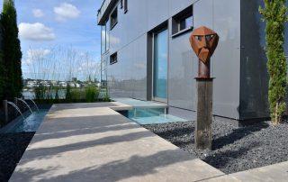 Villa mit Naturstein Bodenplatten aus Limes Dolomit®