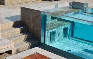 Naturstein Poolverkleidungl, Terrassenplatten, Feuerstelle und Blockstufen aus Limes Dolomit®