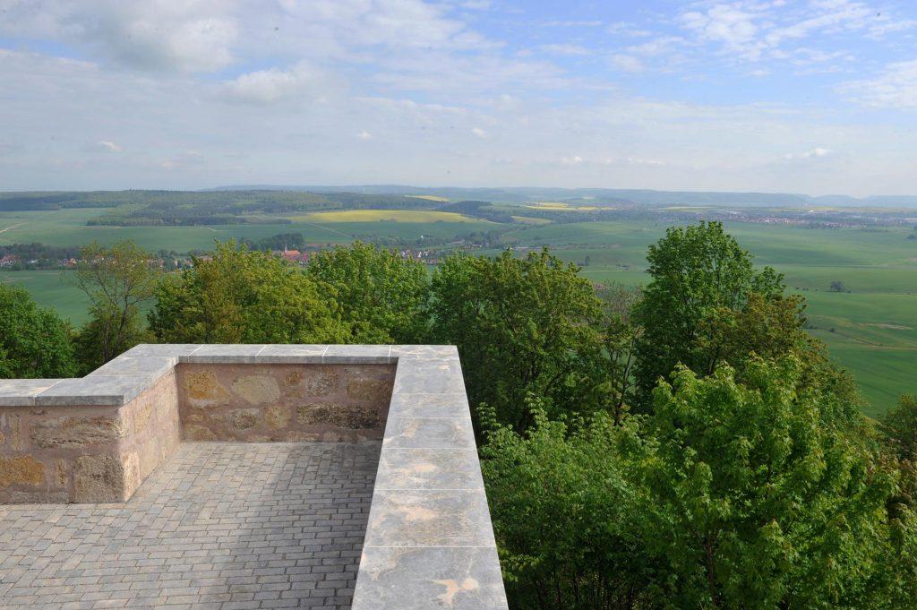 Burg Scharfenstein - mit Abdeckungen aus Limes Dolomit® und Natursteinpflaster aus Muschelkalk