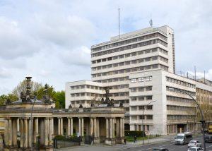 Kathreiner Hochhaus Berlin - mit einer Natursteinfassade aus Thüringer Travertin von TRACO