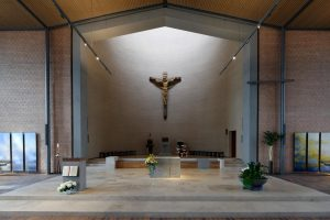 Kirche St.Martin in Karlsruhe - mit einem Altar aus Sonderbuch Travertin