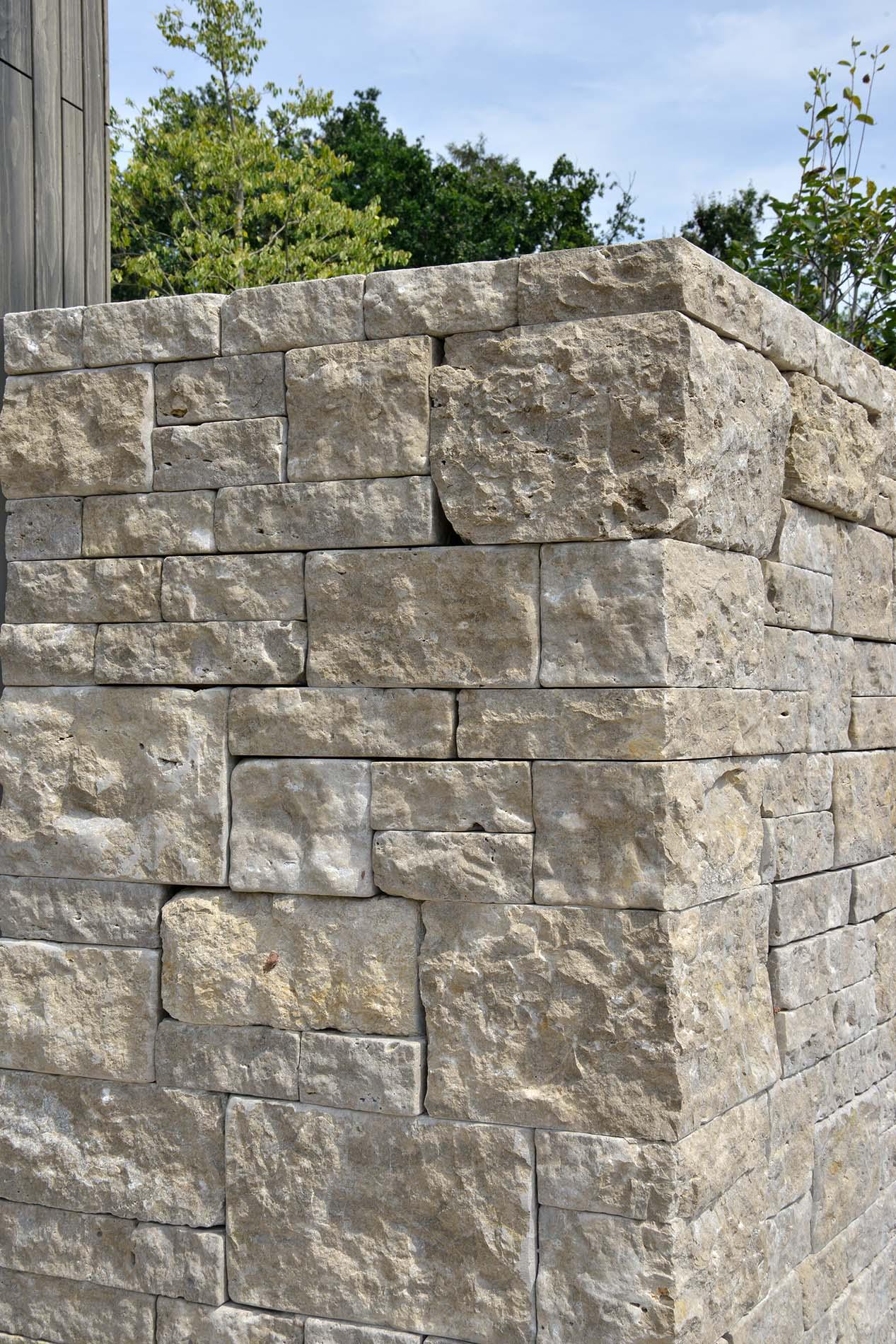 Natursteinmauer aus Limes Dolomit®