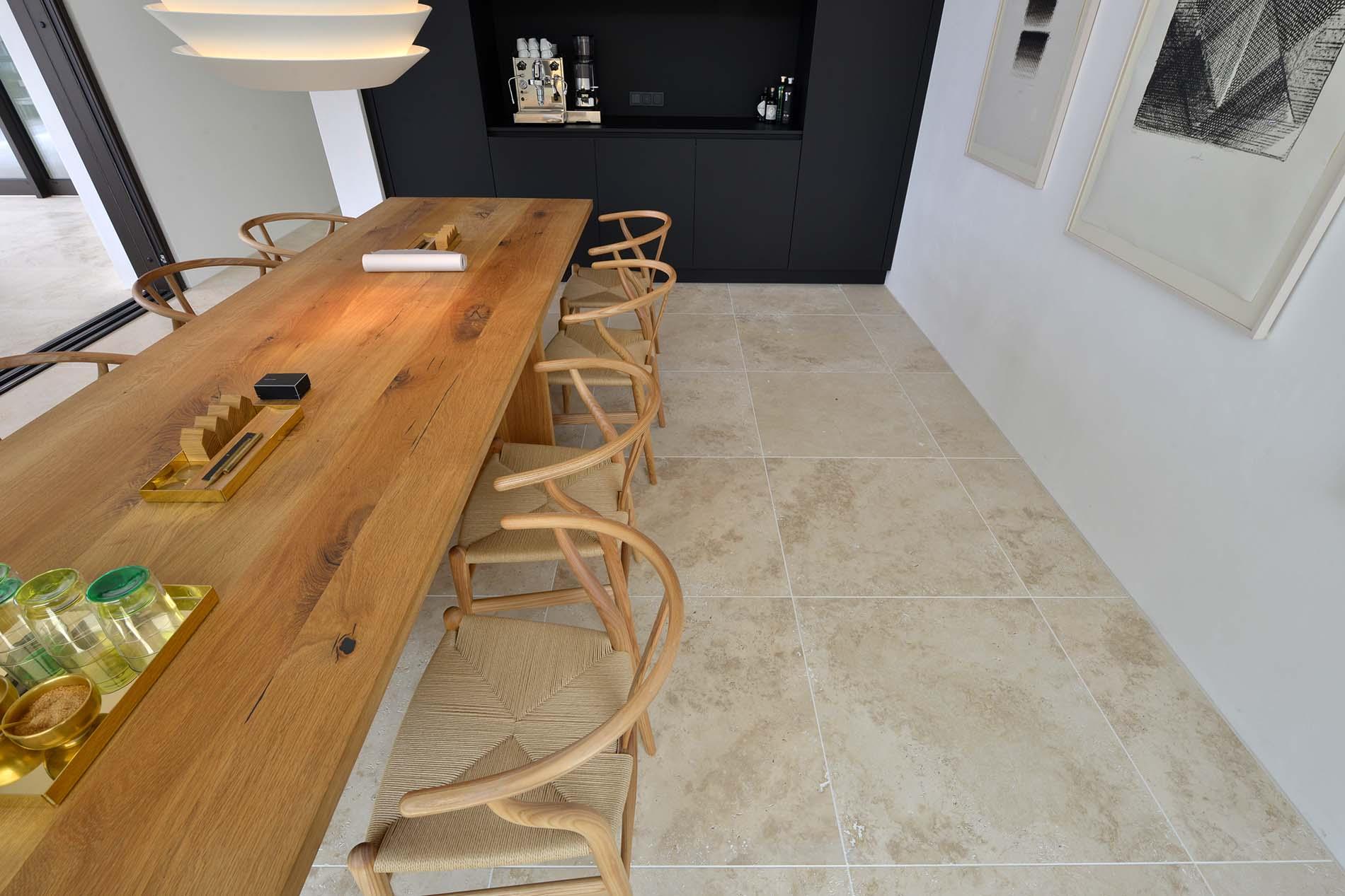 Naturstein Küchenboden aus Bauhaus Travertin