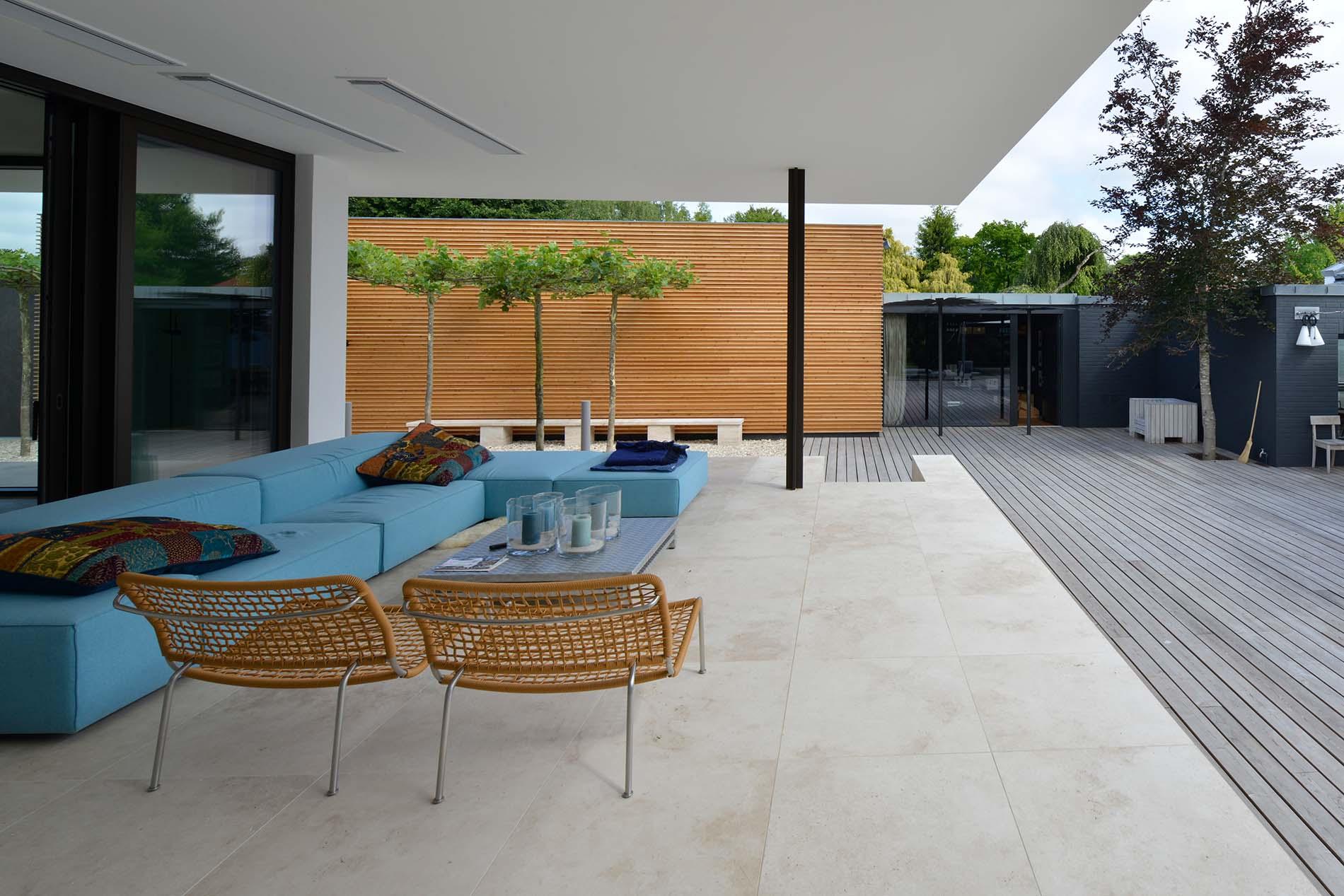 Terrassenplatten aus Bauhaus Travertin