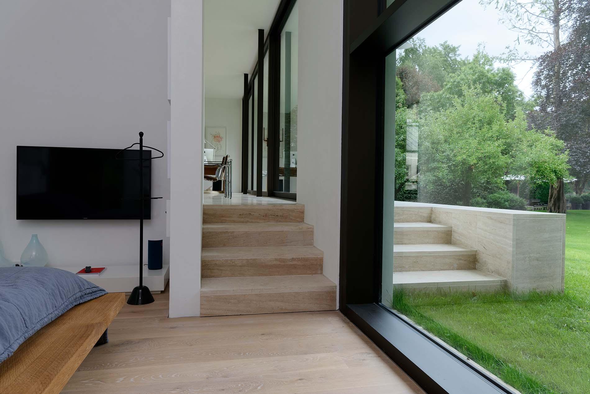 Treppenbeläge und Bodenplatten aus Bauhaus Travertin