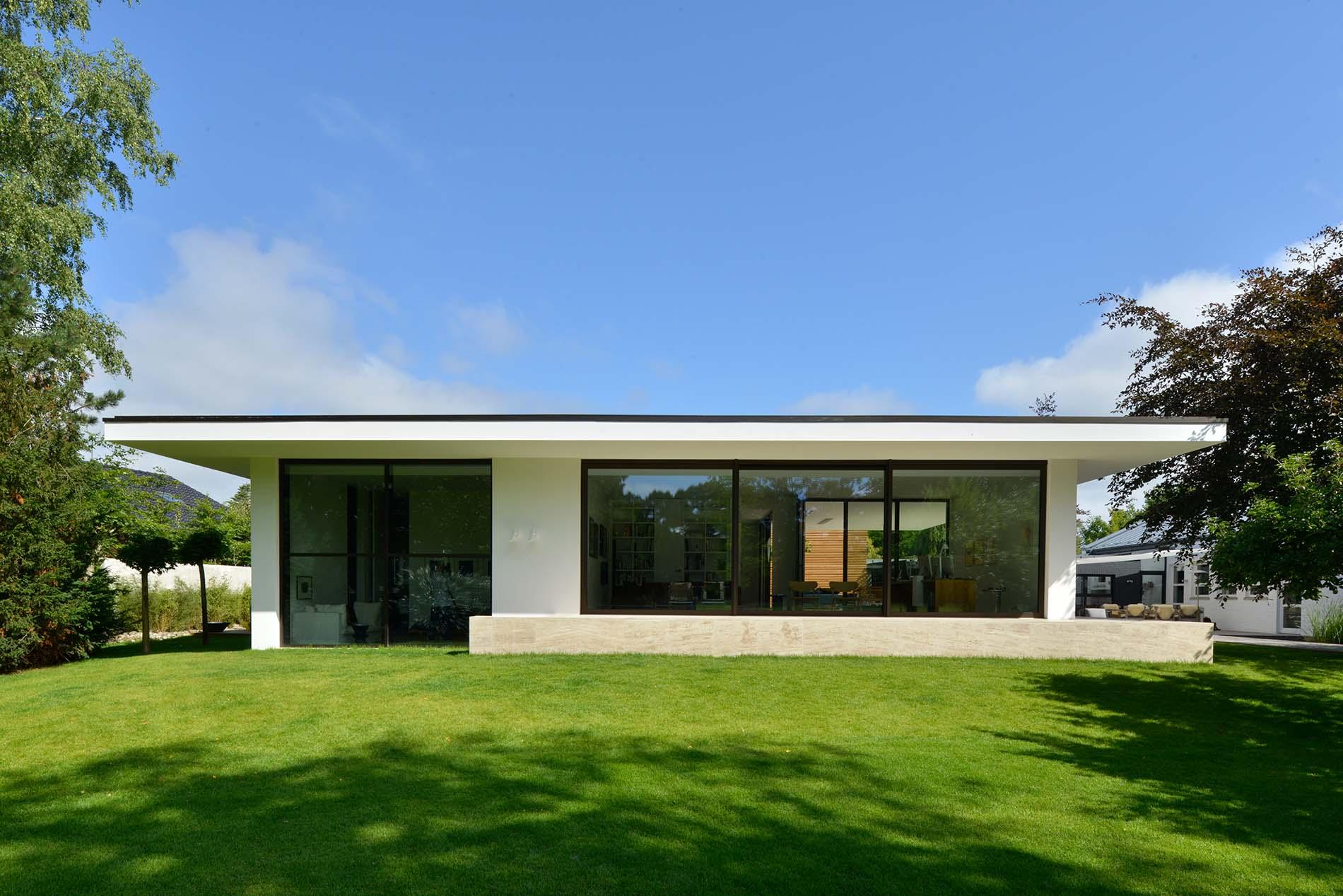 Wandverkleidung und Terrasenplatten aus Bauhaus Travertin